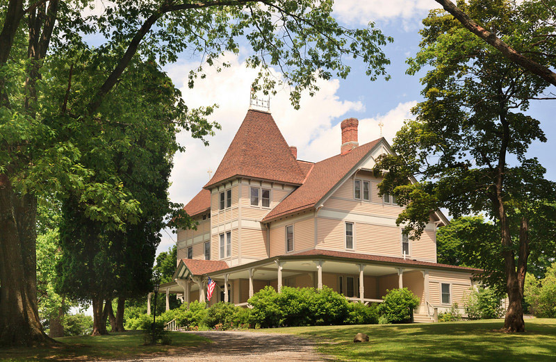 Mount Merino Manor exterior